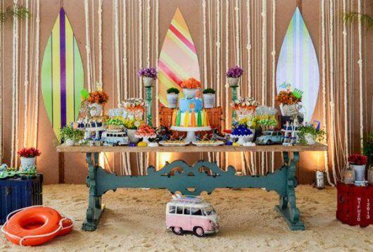 Hawaiian party sand decoration
