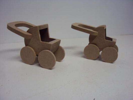Wooden baby strollers, a beautiful souvenir easy to make