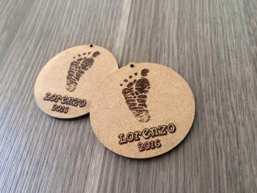 A beautiful pendant in MDF personalized with the foot and the child's name