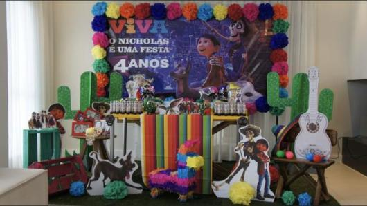 How about a decoration with many colors for a children's party?