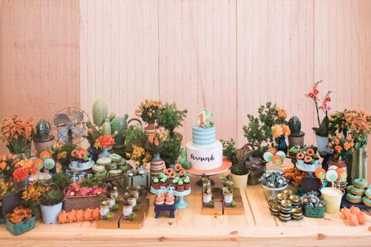 Use succulents to decorate your birthday table