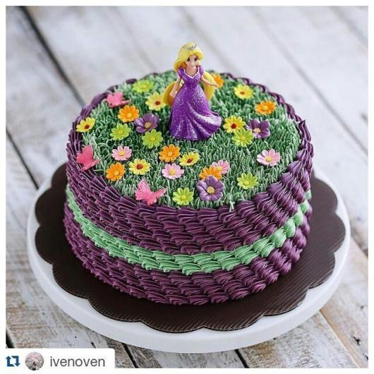 Are you going to have a simple party?  See Rapunzel cake idea with whipped cream