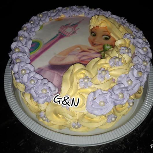 cake tip with white whipped cream from Rapunzel