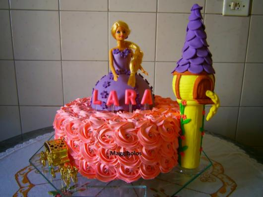 Rapunzel cake suggestion with pink whipped cream and American paste