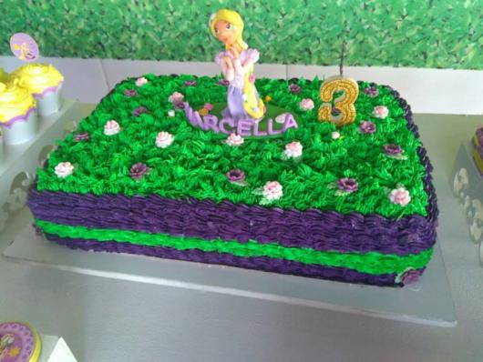 Rapunzel simple cake with green whipped cream