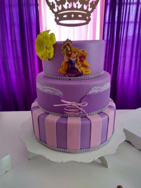 Three-story fake cakes