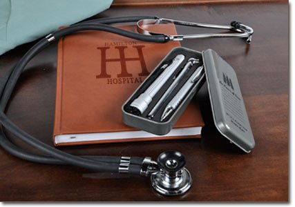 The agenda + stethoscope + kit for the day-to-day in the office