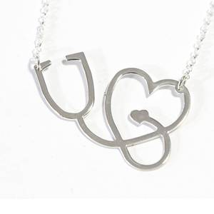 Necklace with heart and stethoscope for the doctors you admire