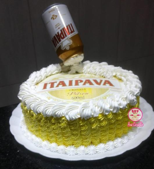 Perfect round cake for a more intimate party, as well as for other types of celebrations