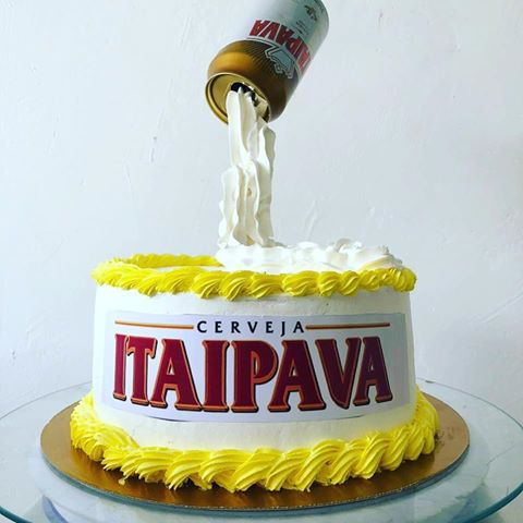 Itaipava cake made of American paste with rice paper and finished with yellow whipped cream