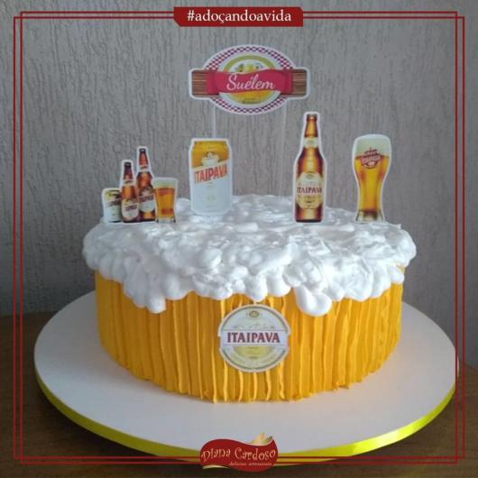 This cake is totally original and perfectly imitates the glass with draft beer