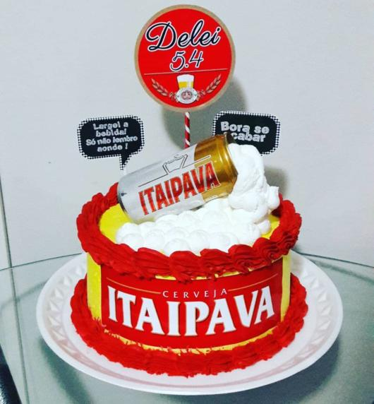 Whipped cream is perfect to make your Itaipava cake dazzling, as shown in the image