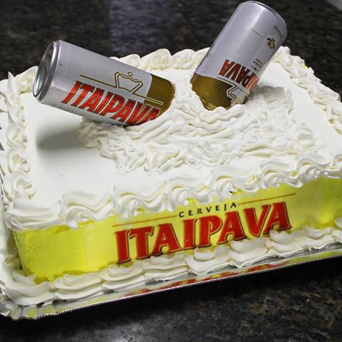 You can decorate the cake with whipped cream and American paste
