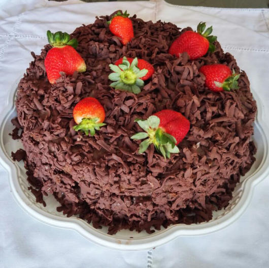 cake with chocolate and strawberry shavings