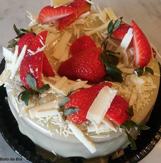 white chocolate shavings cake