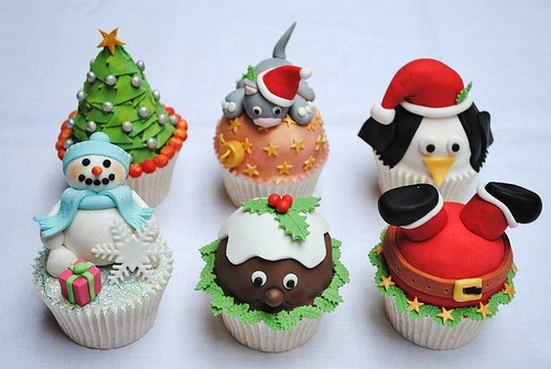 Christmas Cupcake appliquéd powdered milk powder reindeer penguin and snowman