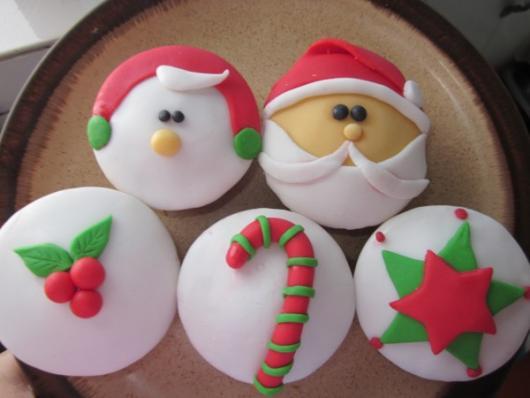 White and Red Powdered Milk Paste Christmas Cupcake