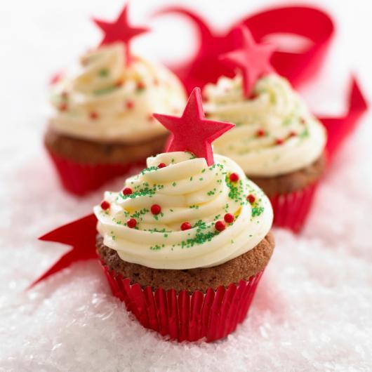 Christmas cupcake with nest milk paste star