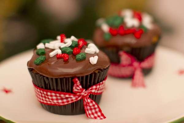 Christmas cupcake decorated with brigadeiro