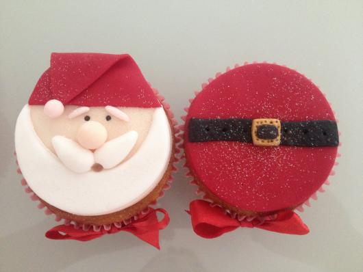 Christmas cupcake with red and white american paste appliqué
