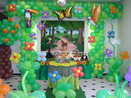 Simple Safari Party with Balloons