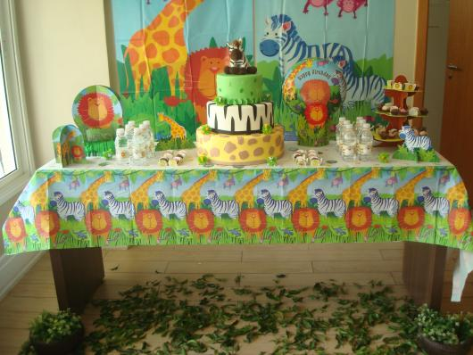 Safari party decorated with paper kit