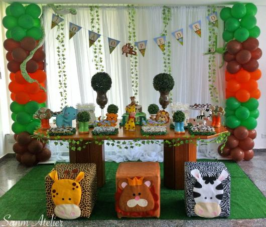 Safari baby party with curtain