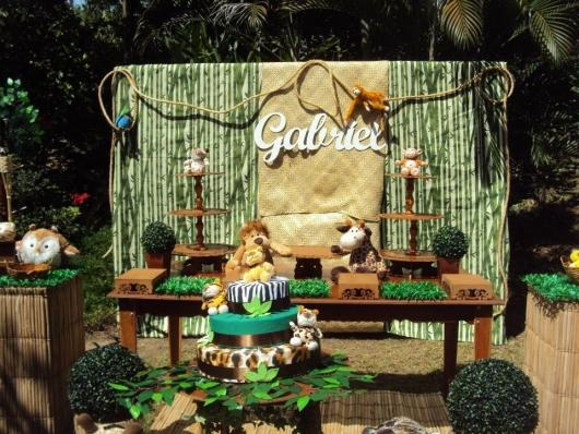 Safari party with rustic jute decoration