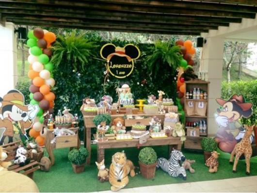 Safari Mickey Party with English Wall