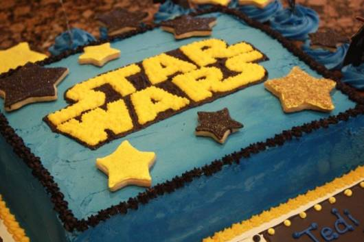 Star Wars whipped cream cake party