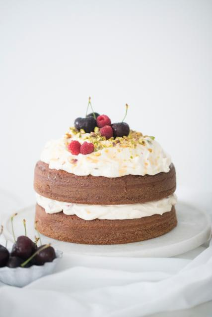 Simple Naked Cake Christmas Cake