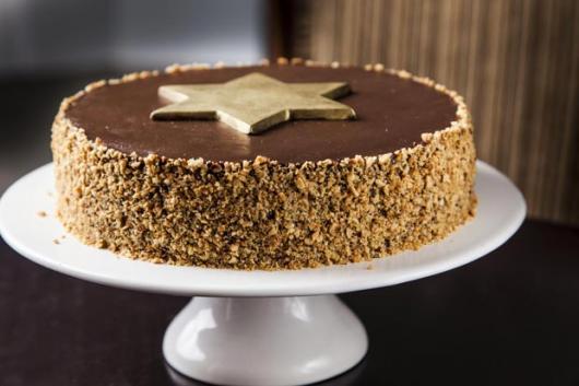 Simple walnuts with chocolate Christmas cake