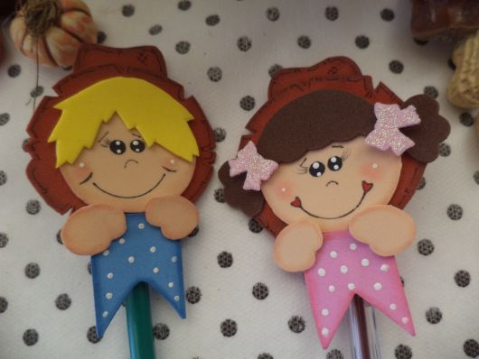 party favors for the June party decorated lollipops