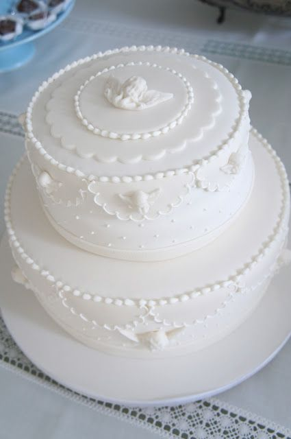 clean and chic cake