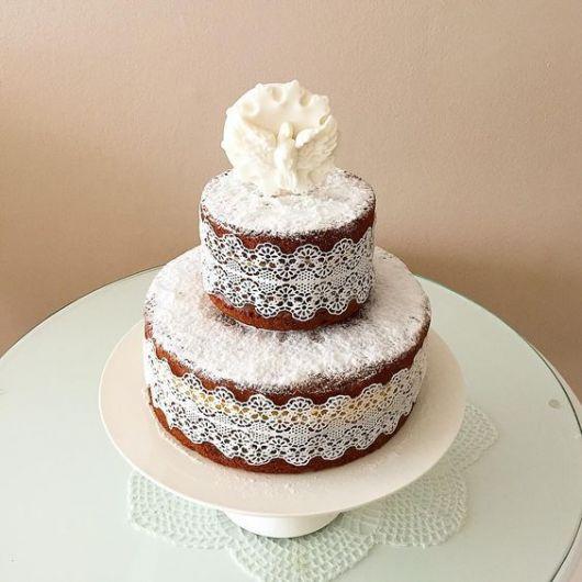 decorated naked cake