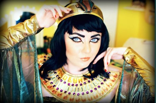 make up for Cleopatra's costumes