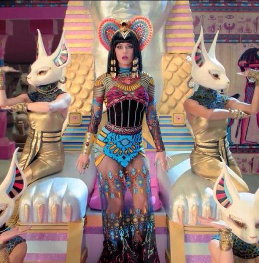 Katty Perry's Cleopatra costume model