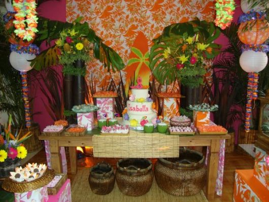 Hawaiian party head table