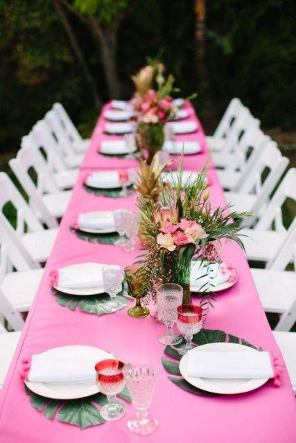 Hawaiian party guests table