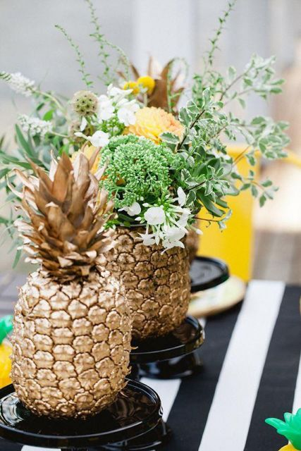 table with pineapple