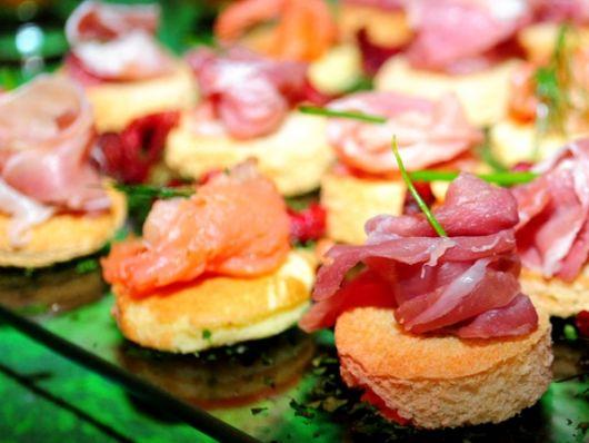 Hawaiian party menu what to serve