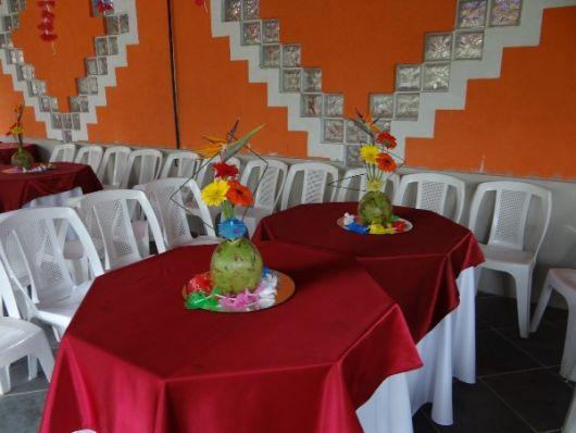 Hawaiian party table decoration