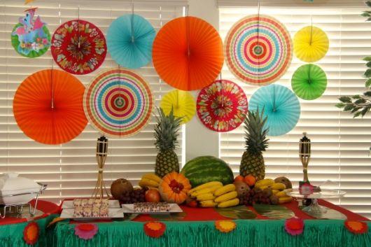 Hawaiian party table