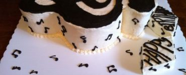 cake-with-musical-notes-highlight