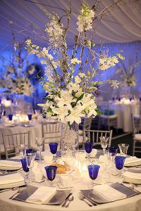 centerpiece for wedding with white flowers