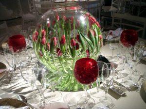 centerpiece for wedding aquarium with flowers