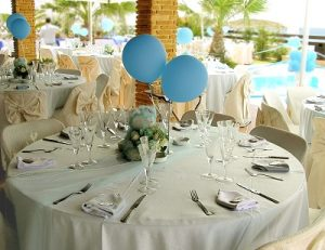 centerpiece for wedding with party balloons