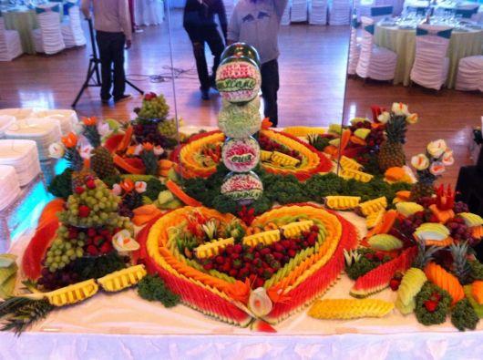 simple wedding fruit table