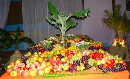 luau fruit table