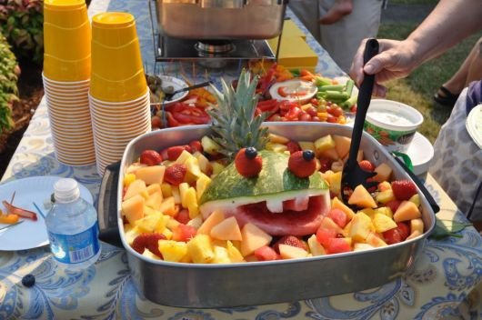 simple barbecue fruit table